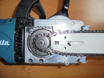 Kovové uchycení motoru